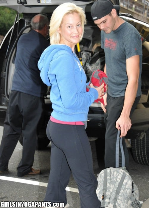 All above Kellie pickler yoga pants
