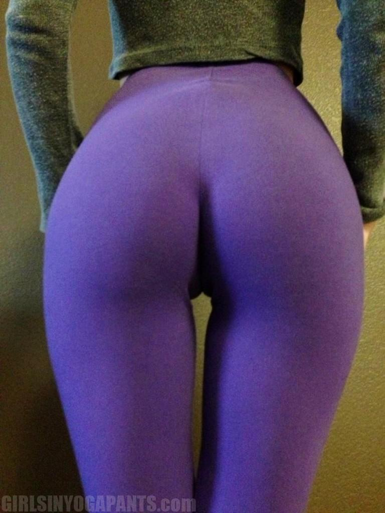 riley-reid-purple-yoga-pants1