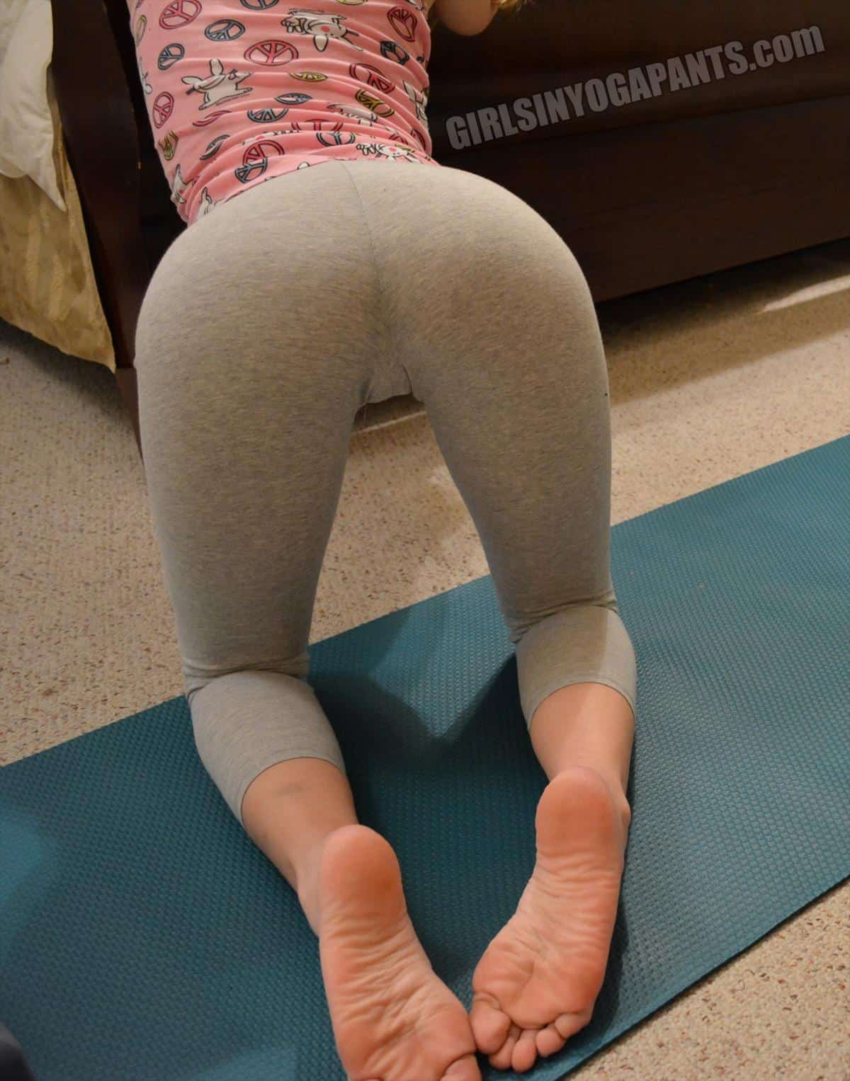 milf in girl pants