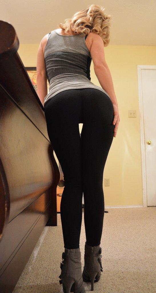 naked blonde in yoga pants