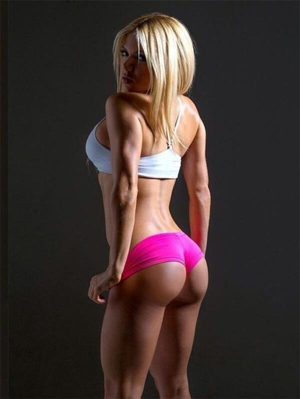Blonde Bombshell In Very Short Shorts Girls In Yoga Pants