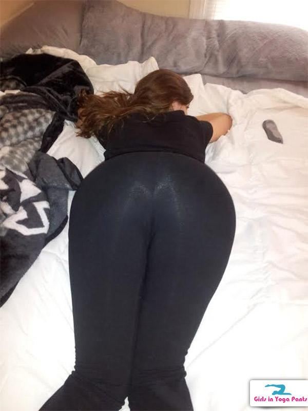 She Wanted To Show Off Her Shiny Yoga Pants For The -7160