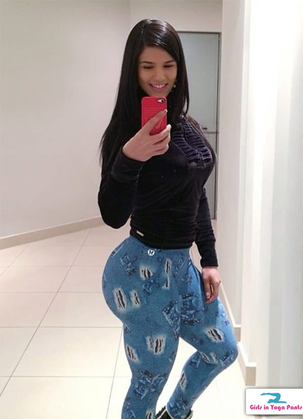 7 Pics: Eva Andressa Has An Epic Booty Yoga Pants, Girls