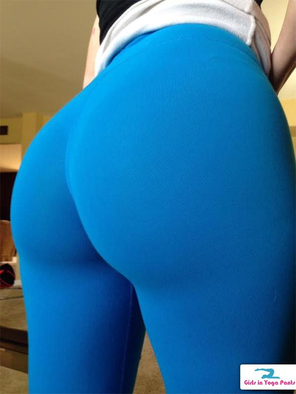 New Pics Of The Cougar From The Front  Back - Girls In Yoga Pants-4304