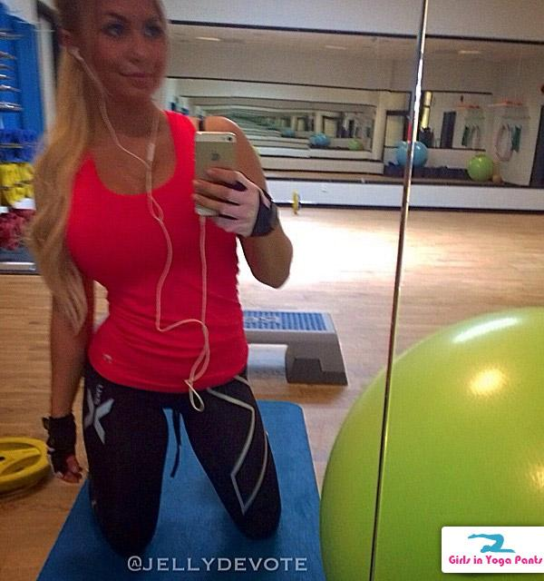 12 Pics  2 Videos Of An Epic Booty From Sweden  Hot Girls In Yoga Pants  Best Booty -2085
