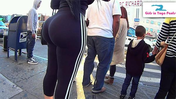 Big white ass in yoga pants