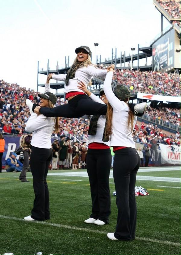 nfl patriots cheerleaders in yoga pants