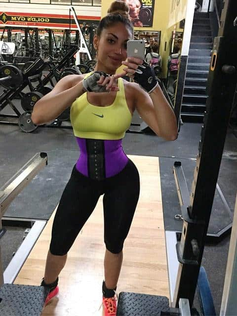 34 Photos: Fit girl with big boobs & a ridiculous booty
