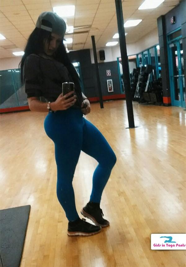 blue-yoga-pants-at-the-gym