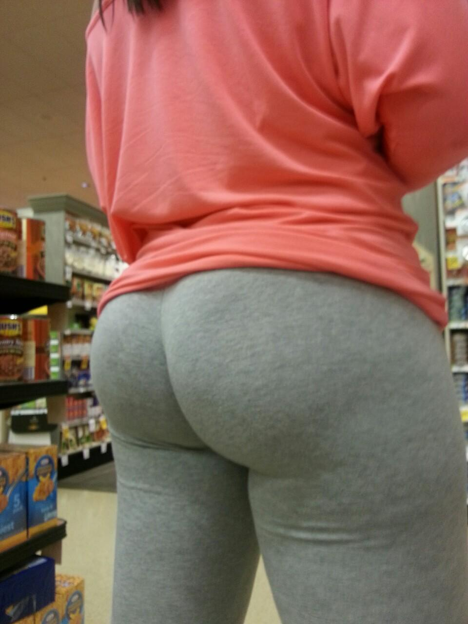 A Visitors Gf At The Grocery Store  Hot Girls In Yoga Pants  Best Booty Leggings Pics-3561
