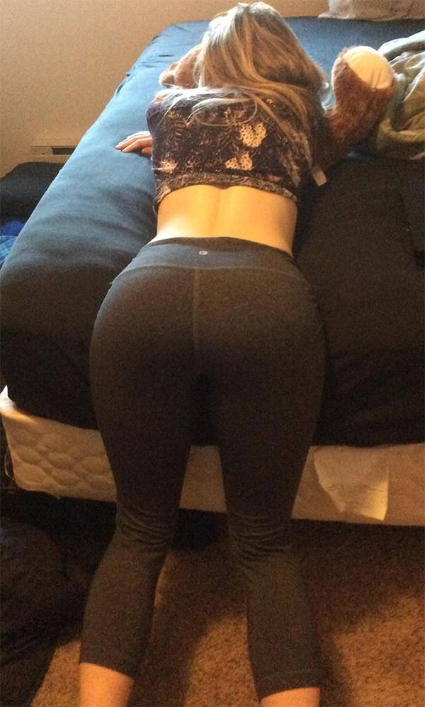 Girls in yoga pants bent over ass really