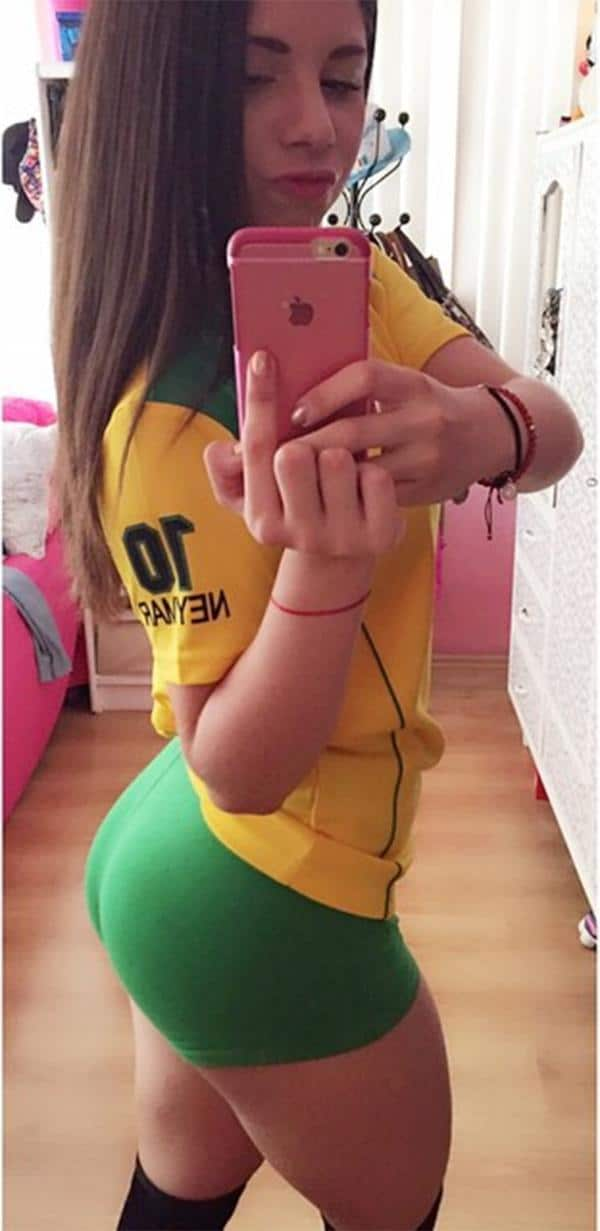 19-year-old-in-yoga-pants-001
