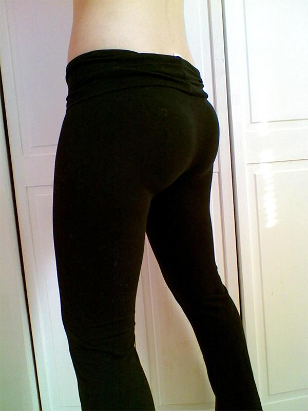 A Petite Girl With A Bubble Butt  Hot Girls In Yoga Pants  Best Yoga Pants-9021