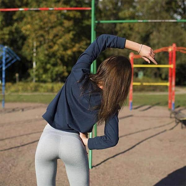 girls-in-yoga-pants-002
