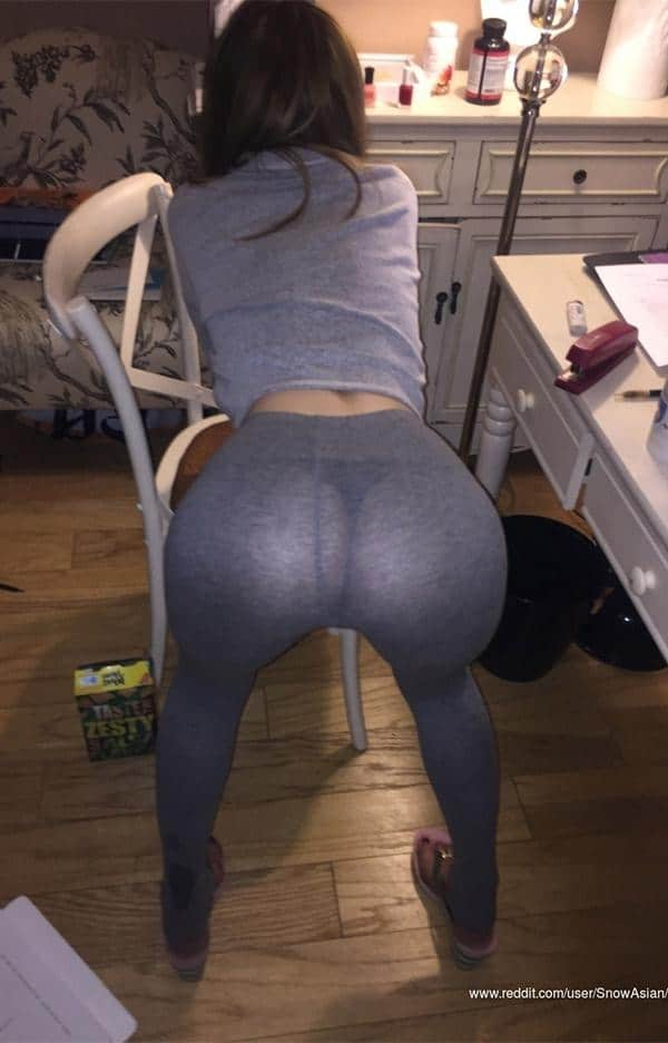 Model Hot Girl In Yoga Pants
