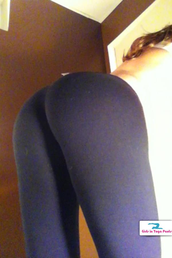 girls-in-yoga-pants-001