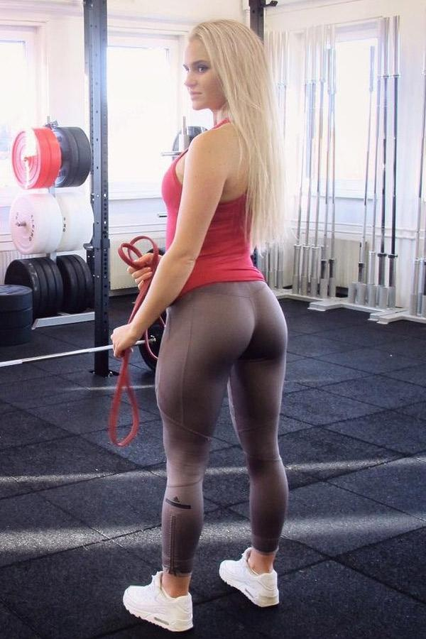 Anna Nystrom In Extremely Tight Yoga Pants At The Gym -5383