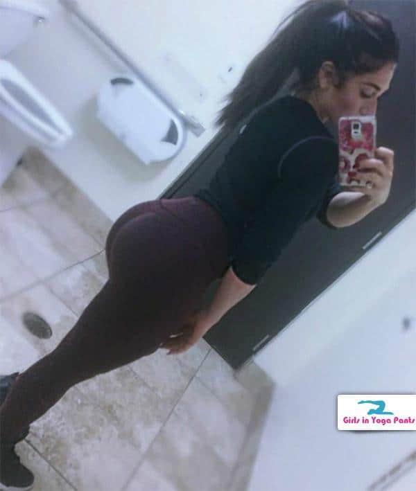 round-booty-in-brown-yoga-pants