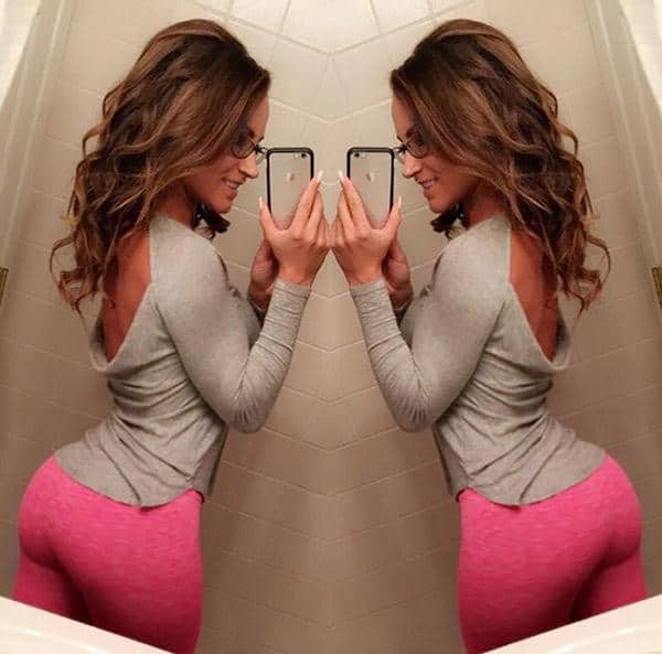 unknown-fit-brunette-in-pink-yoga-pants
