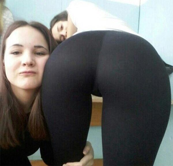 college-girls-in-yoga-pants-hug