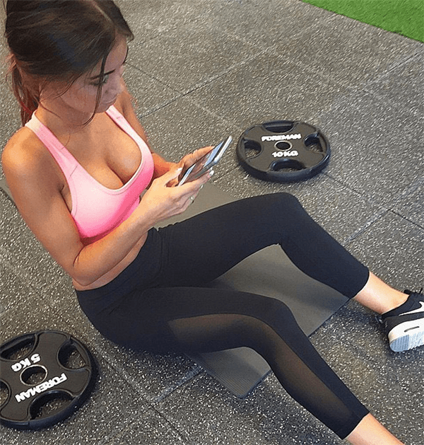 texting-at-the-gym