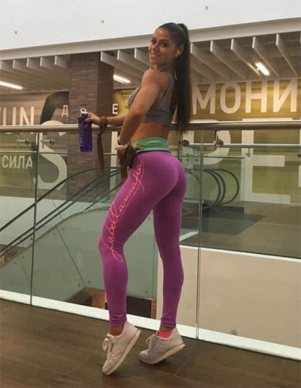 pink-yoga-pants-mall-outfit