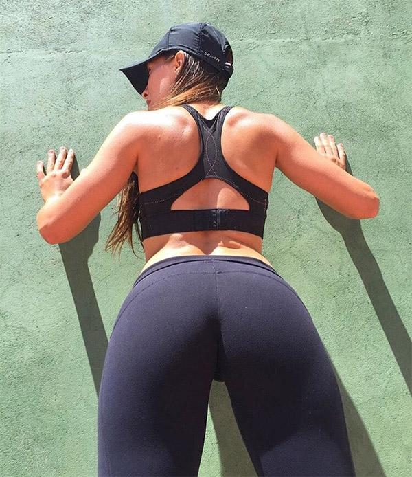 super-tight-black-yoga-pants-on-a-fit-girl