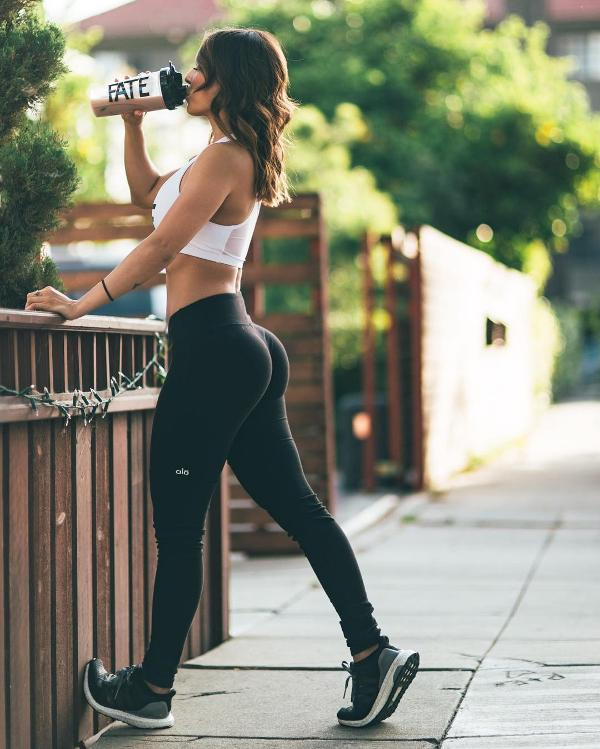 tiannag-yoga-pants-ass-1