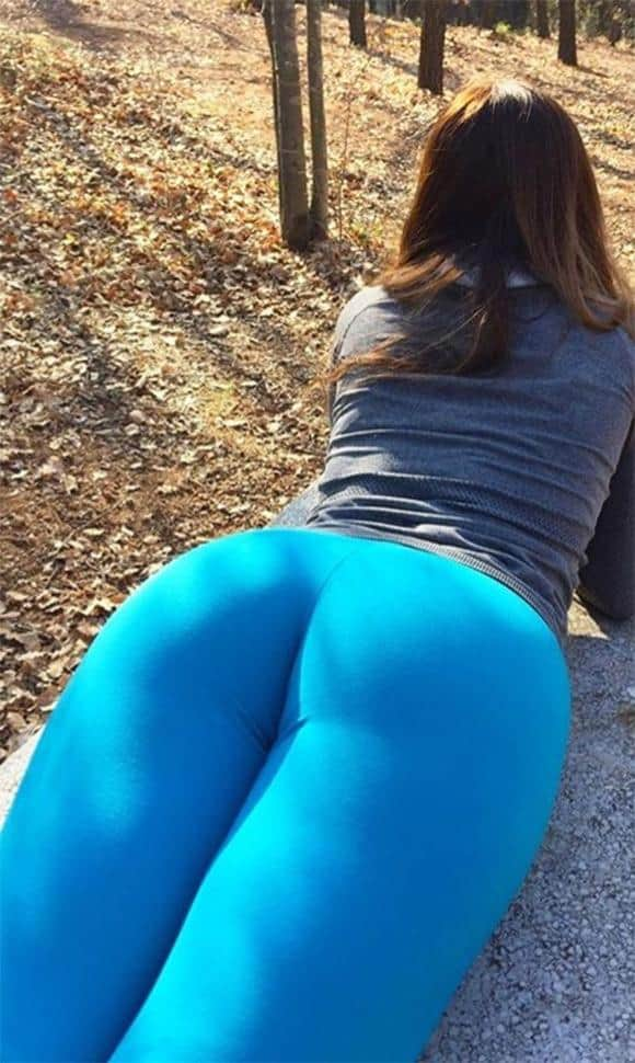 blue-yoga-pants-hike