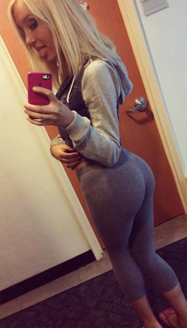 skinny-blonde-in-grey-yoga-pants