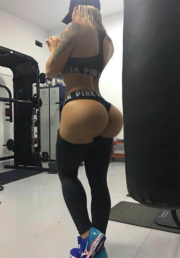 booty-out-at-the-gym