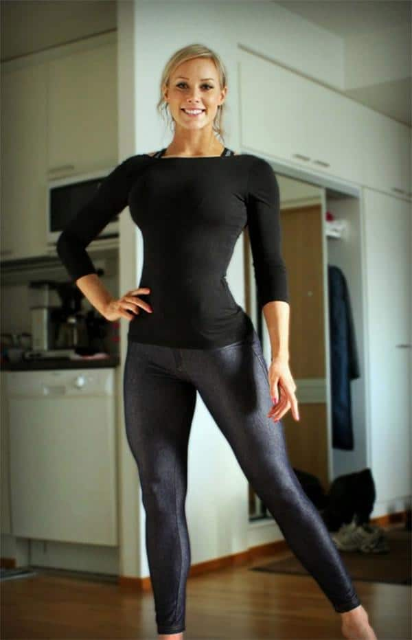 girl-with-good-posture-in-yoga-pants