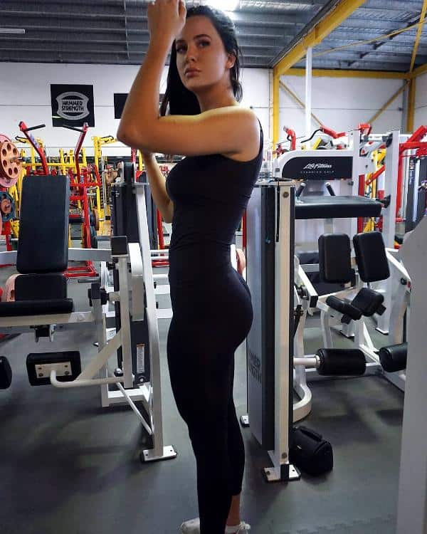 This is what a perfect 10 looks like - GirlsInYogaPants.com