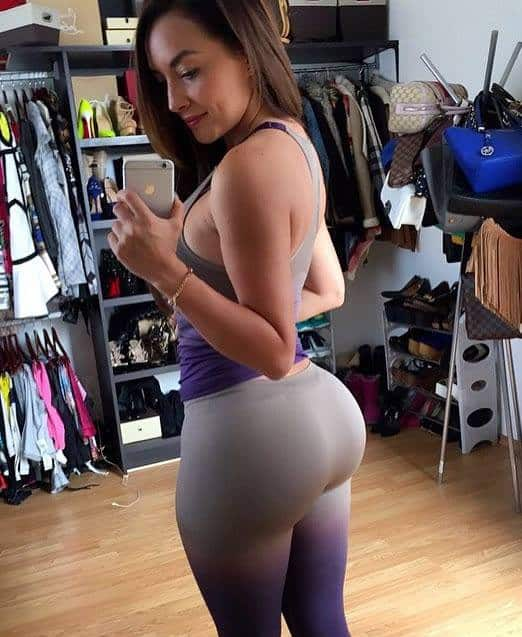 big booty in grey closet