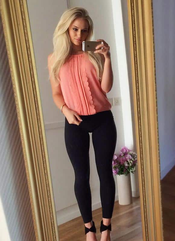 Hot blond with a thigh gap :Girls In Yoga Pants