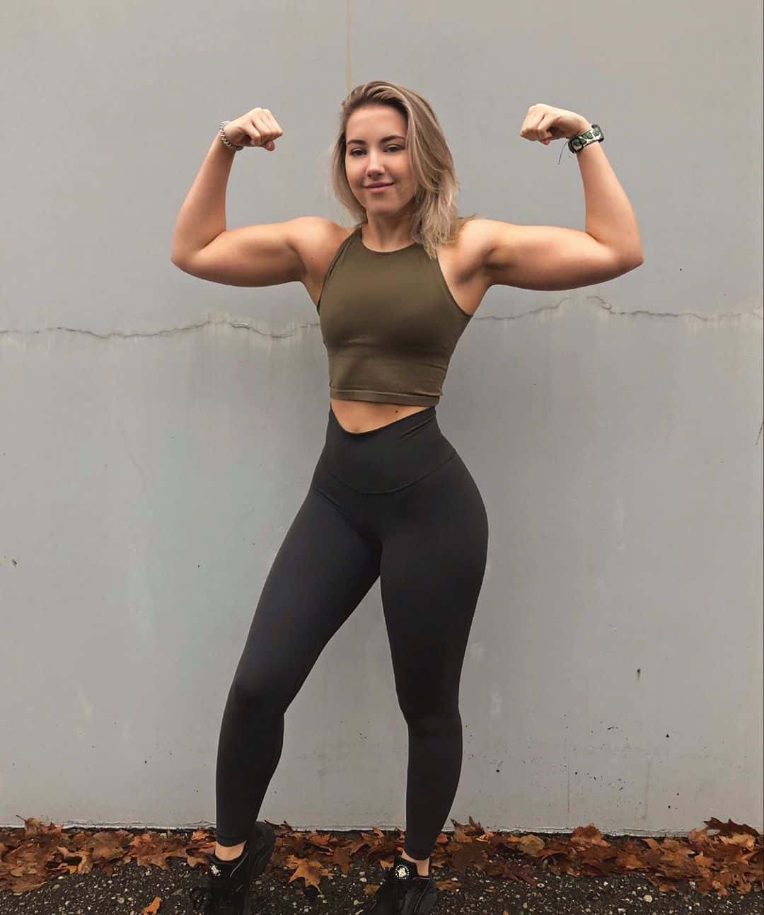 Showing off her muscles | HOT Girls In Yoga Pants | Best