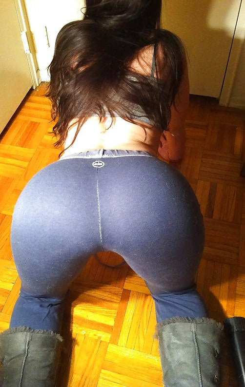 hot-girl-in-yoga-pants