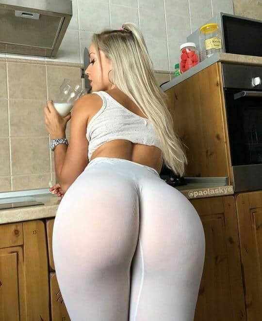 Sexy big booty white women